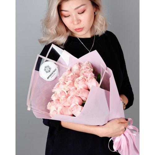 Купить на заказ Букет из 25 розовых роз с доставкой в Степняке