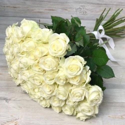 Купить на заказ Букет из 51 белой розы с доставкой в Степняке