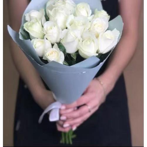 Купить на заказ 15 белых роз с доставкой в Степняке